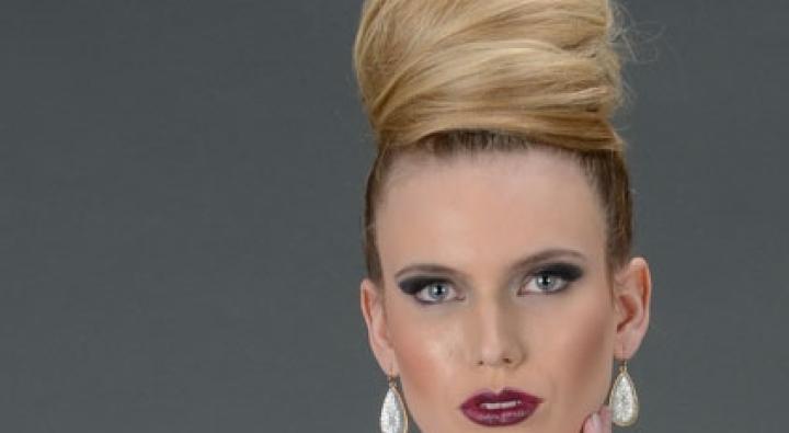 Large top knot bun, blond hair, dosha bride