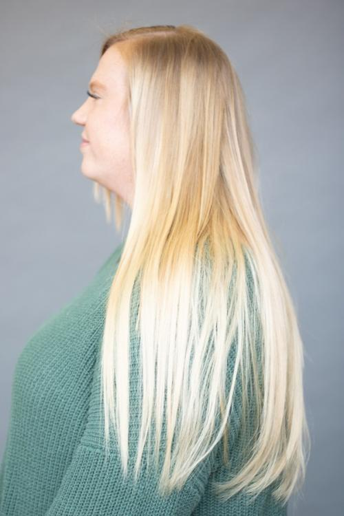Blonde guest with Vomor hair extensions for thicker fuller hair