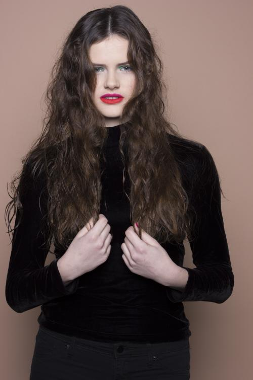 red lipstick, rouge, blue eyeshadow, brunette, messy, long hair, makeup, edgy, pigmented