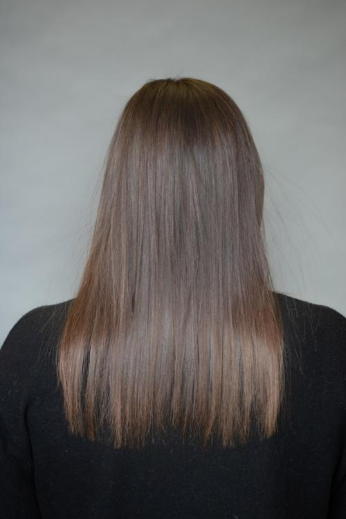 Brunette guest receiving Vomor hair extensions for thicker fuller hair