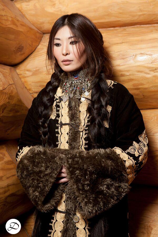 Sonia Kasparian Designs, Side Braid, Asian model